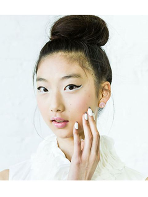 Ear, Lip, Finger, Hairstyle, Skin, Chin, Forehead, Eyelash, Eyebrow, Style,