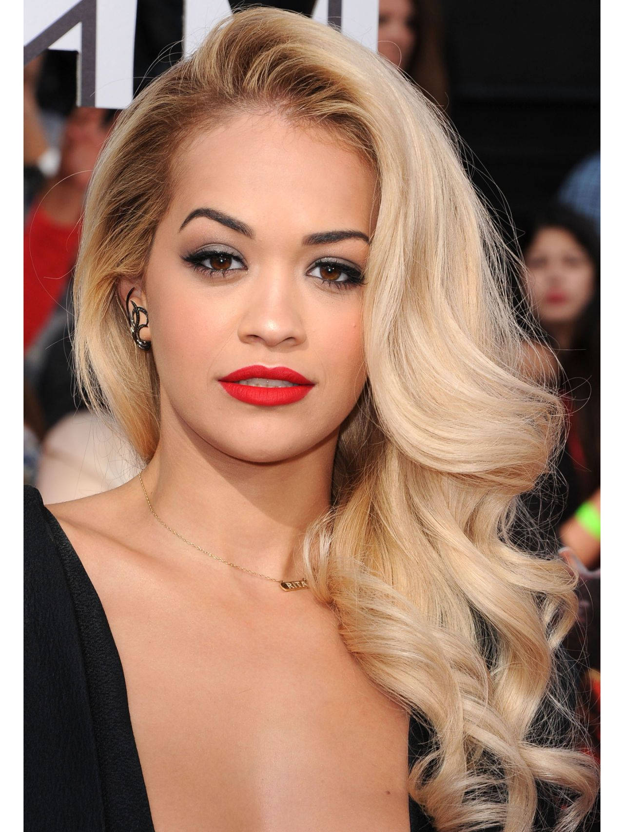 11 Side Swept Hairstyles , Celebrity Side Hairstyle Inspiration