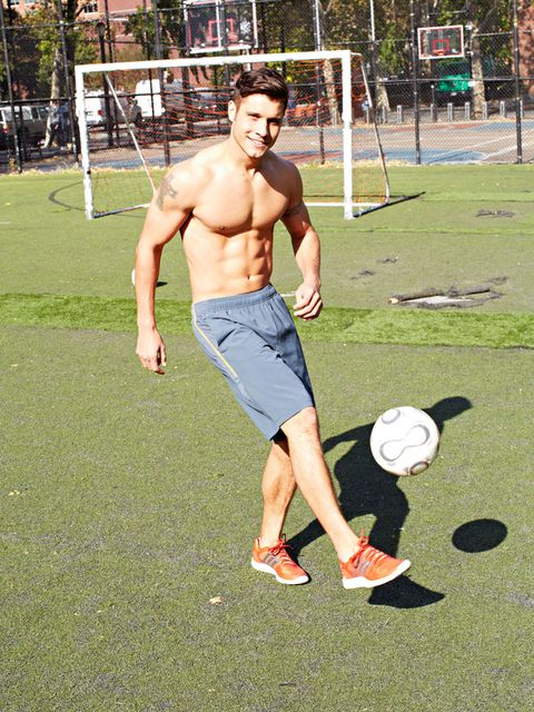 Human leg, Shoe, Public space, Chest, Shorts, Playing sports, Active shorts, Knee, Muscle, Barechested,