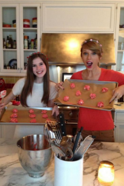 Taylor Swift Bakes Valentines Day Cookies With Fan