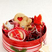 Basket, Present, Costume accessory, Home accessories, Christmas, Ribbon, Wicker, Picnic basket, Toy, Costume hat,