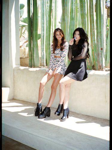 Clothing, Leg, Human leg, Textile, Photograph, Outerwear, Style, Knee, Street fashion, Thigh,
