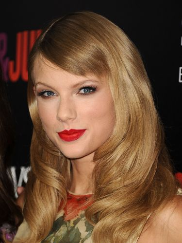 Hair, Face, Blond, Lip, Hairstyle, Eyebrow, Long hair, Chin, Bangs, Hair coloring,