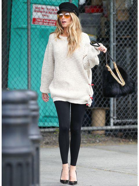 Blake Lively: Oversized Sweater