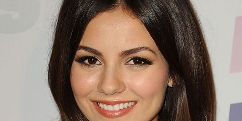 Victoria Justice: Peach Lip Gloss And Dewy Skin