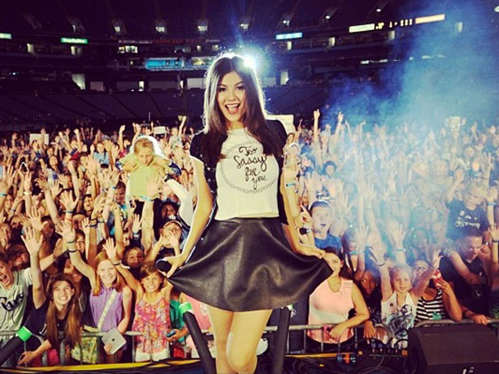 victoria justice takes a pic on stage