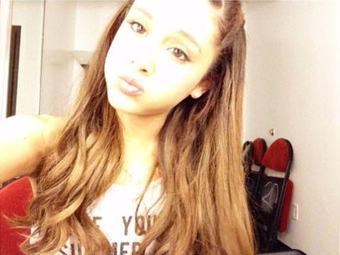 Hair, Lip, Hairstyle, Forehead, Shoulder, Eyebrow, Eyelash, Jaw, Beauty, Carmine,
