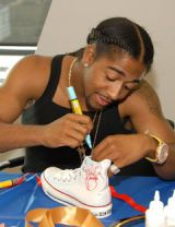 omarion drawing on a shoe