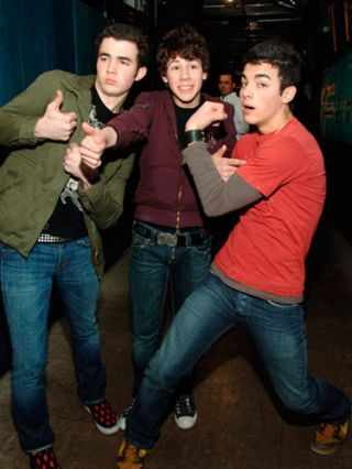 jonas brothers at trl in 2006