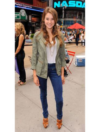 Shailene Woodley at times square for denim event