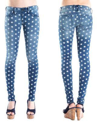 Footwear, Blue, Leg, Brown, Pattern, Textile, Joint, Style, Electric blue, Aqua,