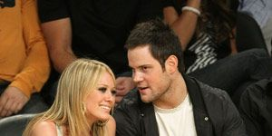 hilary huff and mike comrie at a game