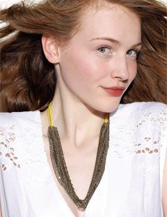 redhead wearing chain necklace
