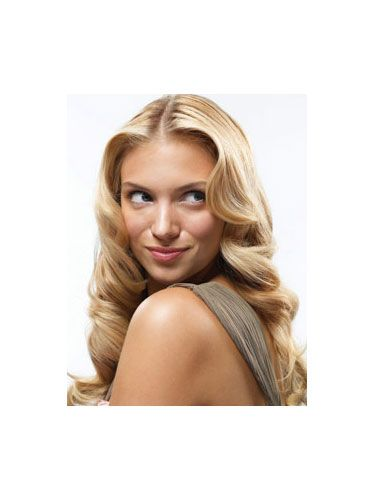 model with wavy blonde hair