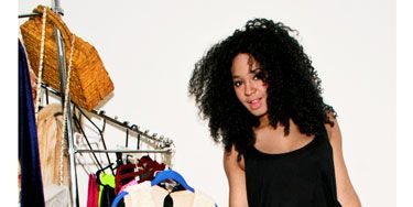 Clothes hanger, Style, Knee, Fashion accessory, Fashion, Waist, Neck, Thigh, Black, Street fashion,