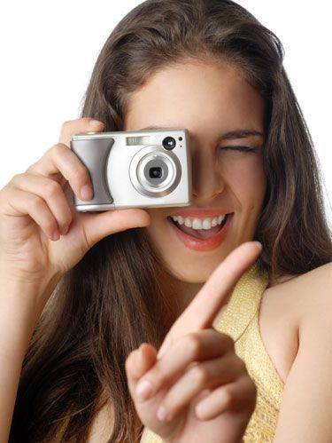 Finger, Skin, Eyebrow, Lens, Hand, Nail, Eyelash, Cameras & optics, Beauty, Wrist,