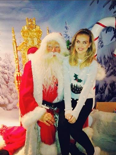 1181ce910920b8 Celebrities Wearing Christmas Sweaters - The Best Tacky Christmas ...
