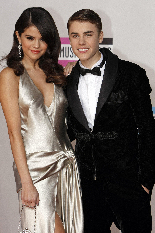 Selena gomez started dating justin bieber