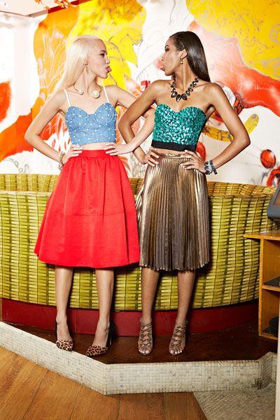 Style, Waist, Fashion, Abdomen, Trunk, Wood flooring, Day dress, One-piece garment, Belt, Fashion design,