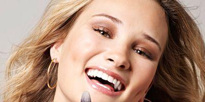 Finger, Lip, Hairstyle, Eyebrow, Style, Eyelash, Earrings, Nail, Beauty, Tooth,