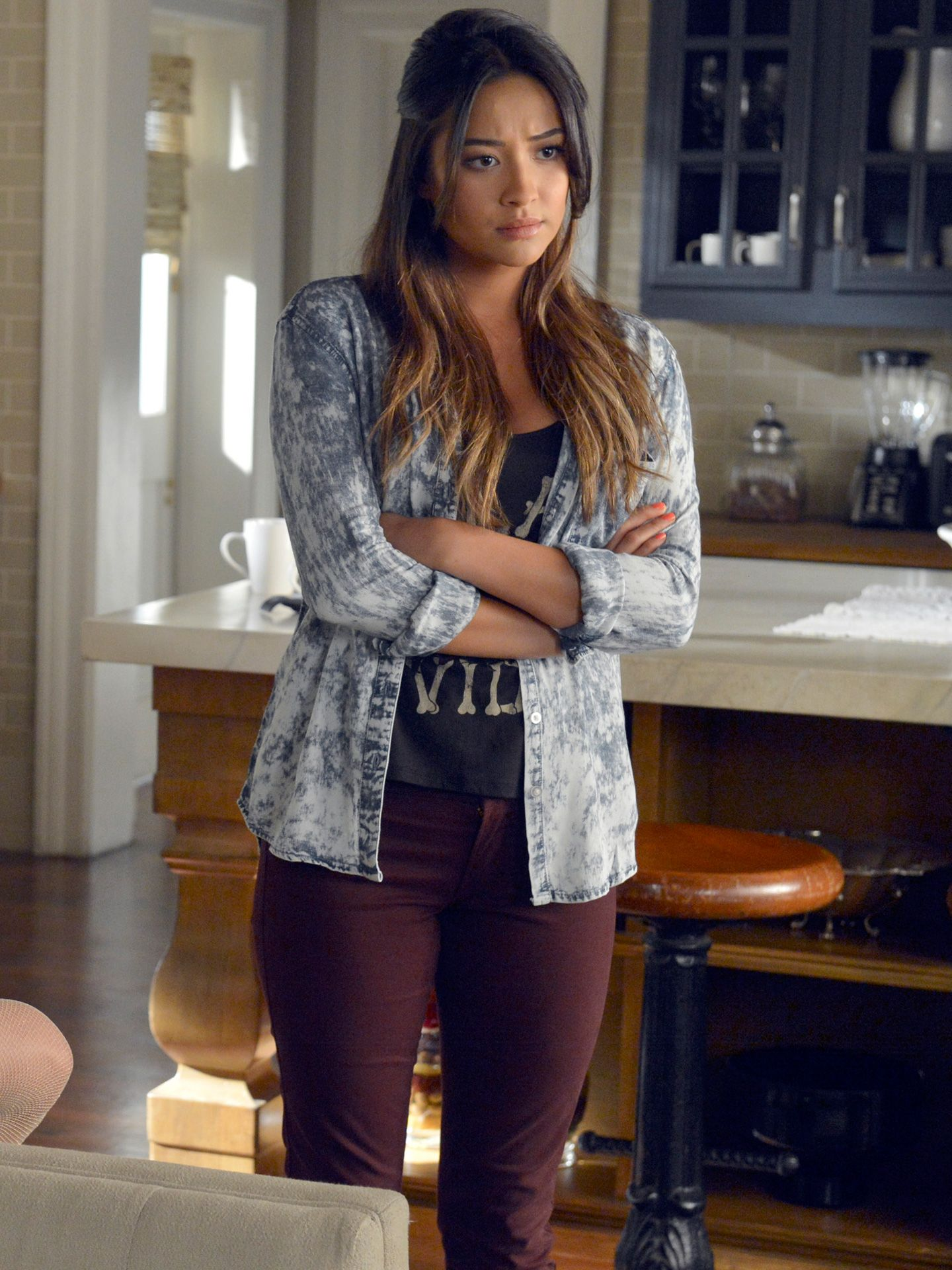 acf8a291548 75 Best Pretty Little Liars Outfits - Clothes from PLL