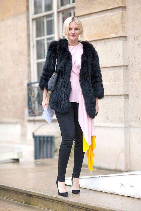 Clothing, Textile, Human leg, Outerwear, Jacket, Coat, Style, Street fashion, Knee, Winter,