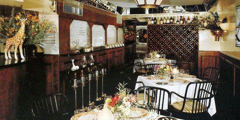 Tablecloth, Lighting, Dishware, Serveware, Interior design, Table, Room, Furniture, Glass, Linens,