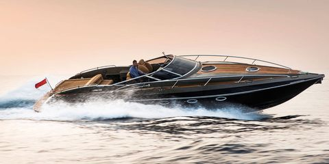 Watercraft, Speedboat, Transport, Recreation, Boat, Leisure, Naval architecture, Outdoor recreation, Boating, Powerboating,