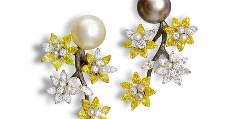 Yellow, Petal, Art, Metal, Silver, Pearl, Sphere, Natural material, Brooch,