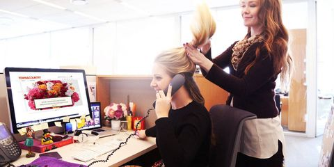 Hairstyle, Display device, Computer keyboard, Electronic device, Desktop computer, Computer monitor, Computer hardware, Beauty salon, Computer desk, Office equipment,