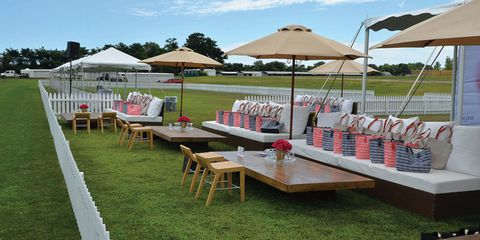 Outdoor furniture, Outdoor table, Table, Umbrella, Shade, Lawn, Outdoor structure, Picnic table, Yard, Patio,