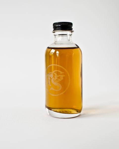 Liquid, Fluid, Product, Drinkware, Bottle, Drink, Bottle cap, Glass bottle, Glass, Amber,