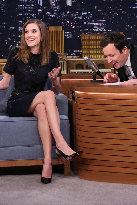 Leg, Shoe, Human leg, Dress, Sitting, Comfort, Thigh, Foot, Knee, Conversation,
