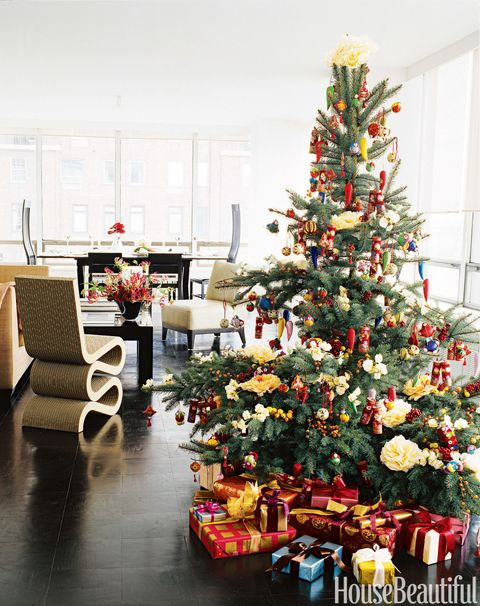 """<p>""""Keep it simple, you don't need to clutter a mantel or a tree with a lot of excess decor to make your home feel festive. Trimming your tree with similar colored ornaments will tie everything in together and give it a unified look."""" &mdash;<a href=""""http://www.triphaenisch.com/"""" target=""""_blank""""><em>Trip Haenisch</em></a></p>"""