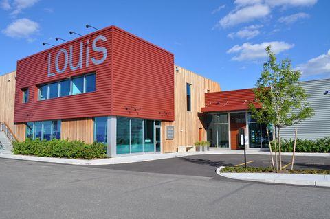 Property, Facade, Commercial building, Real estate, Road surface, Urban design, Mixed-use, Door, Concrete, Driveway,