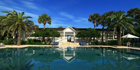 Property, Swimming pool, Resort, Tree, Real estate, Reflection, House, Arecales, Home, Shade,