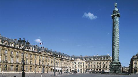 Architecture, City, Public space, Facade, Tower, Landmark, Town square, Metropolitan area, Plaza, Metropolis,