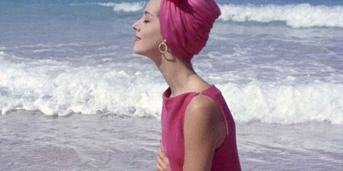 Body of water, Hairstyle, Elbow, Pink, Magenta, Ocean, Summer, Vacation, Beach, Active pants,
