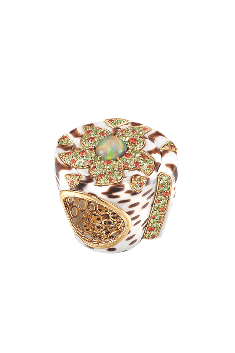 Jewellery, Amber, Fashion accessory, Ring, Pre-engagement ring, Diamond, Natural material, Engagement ring, Beige, Body jewelry,