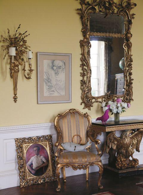 Interior design, Interior design, Mirror, Molding, Classic, Antique, Picture frame, Creative arts, Collectable, Velvet,