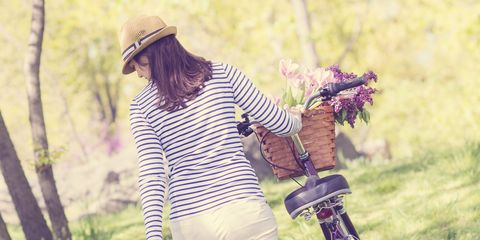 Sleeve, T-shirt, Hat, People in nature, Bag, Street fashion, Sun hat, Lavender, Fedora, Waist,