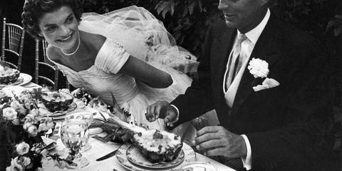 Human, Serveware, Dishware, Plate, Dress, Formal wear, Tableware, Suit, Tie, Blazer,