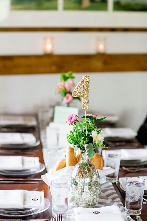 Centrepiece, Bouquet, Table, Interior design, Serveware, Flower Arranging, Dishware, Home accessories, Floristry, Food storage containers,