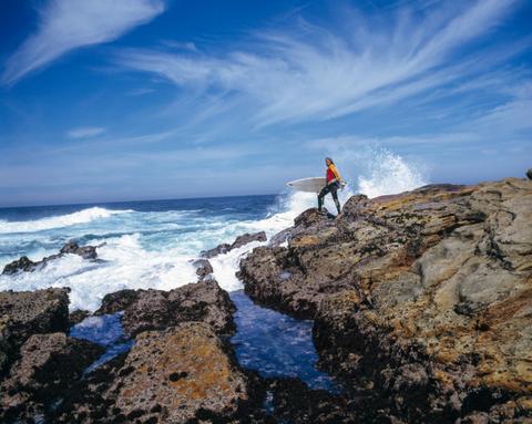 Coastal and oceanic landforms, Cloud, Rock, Coast, Ocean, Bedrock, Shore, Azure, Geology, Sea,