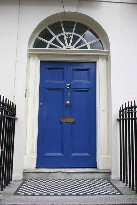 london england blue door
