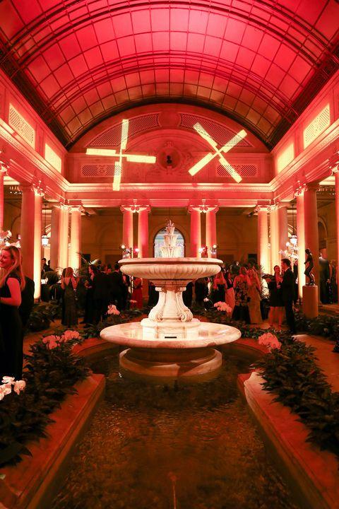 Lighting, Ceiling, Fountain, Water feature, Decoration, Hall, Light fixture, Lobby, Column, Carpet,