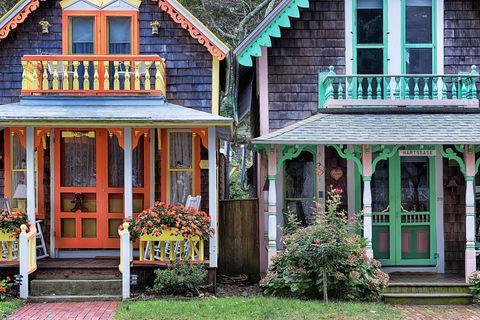gingerbread cottages oak bluffs