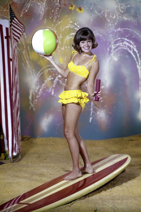 Fun, Human leg, Surfboard, Surfing Equipment, Flag, People in nature, Abdomen, Waist, Thigh, Trunk,