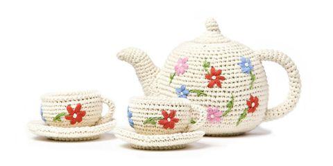 Serveware, Teapot, Dishware, Creative arts, Porcelain, Craft, Pottery, Crochet, Ceramic, earthenware,