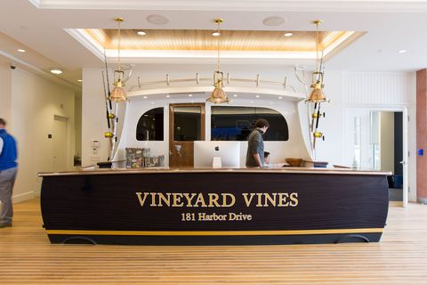 6Allegra_Anderson_Photography_Vineyard_Vines_Move_In_Final